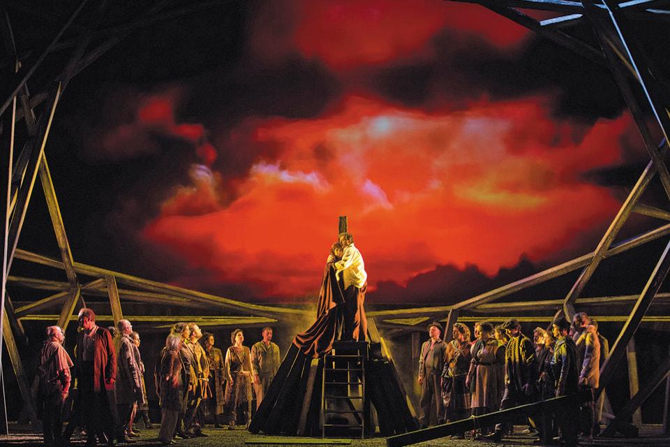 Сцена из оперы «Сомнамбула» в исполнении труппы оперного театра Руана (Франция)