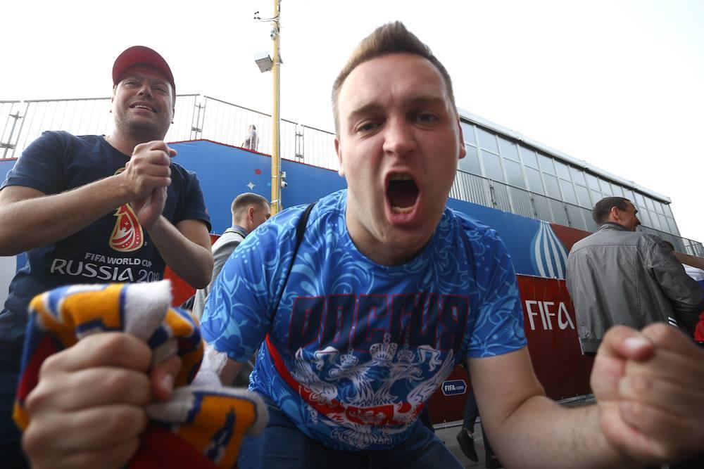 Ликующие болельщики отмечают победу России