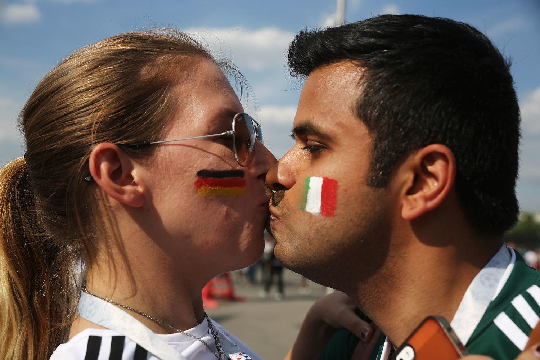 Эмоции болельщиков сборных Германии и Мексики