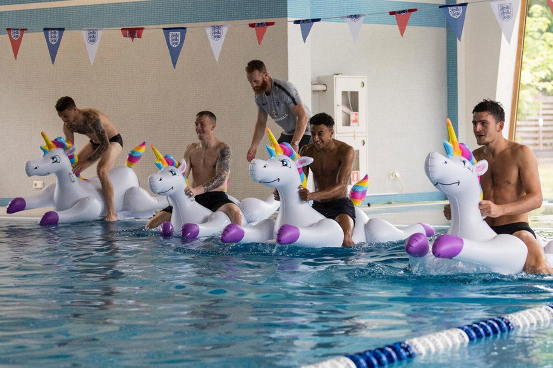 Англичане отдыхают в Репино после победы над Тунисом
