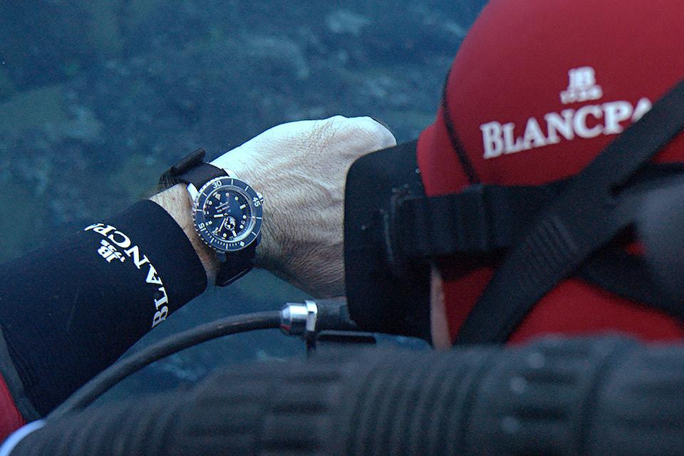Хронограф Fifty Fathoms Ocean Commitment III – это  уже третьи часы для подводного плавания из лимитированной серии, выпущенные в  рамках поддержки программы Blancpain «Приверженность океану»