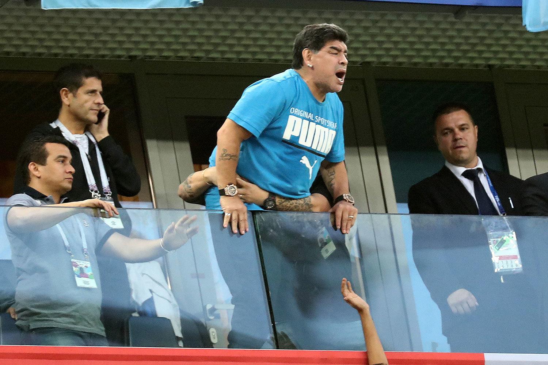Радость Диего Марадоны от победы сборной Аргентины над Нигерией