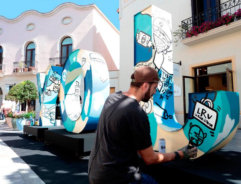 Выставка современного итальянского художника TVBoy на территории бутик-городка La Roca Village