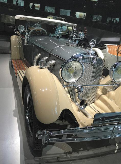 Ретро автомобиль Mercedes Benz