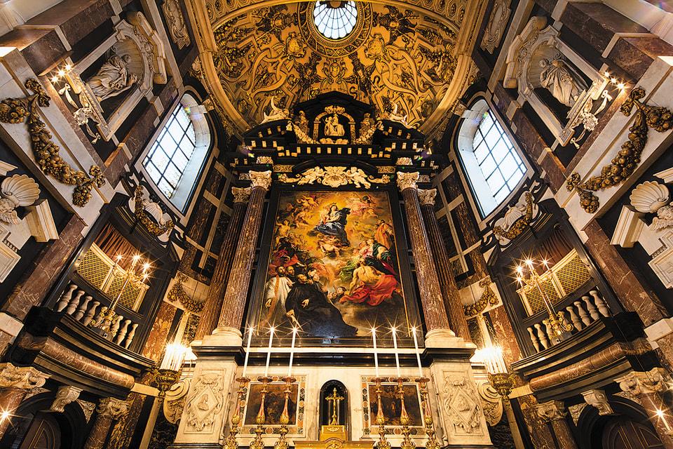 Церковь Святого Карла Борромео, алтарь