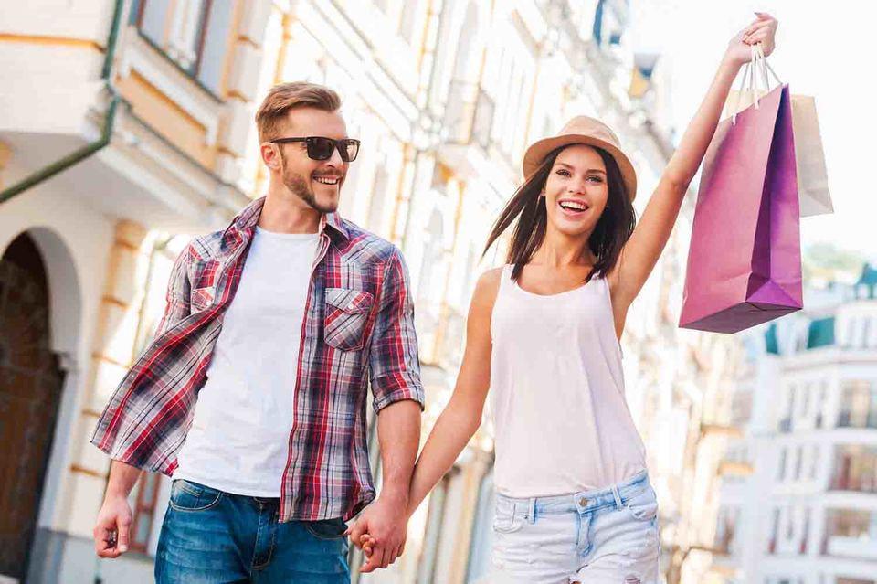 Среди любимых городов для шопинга у россиян - Милан, Шанхай и Салоники