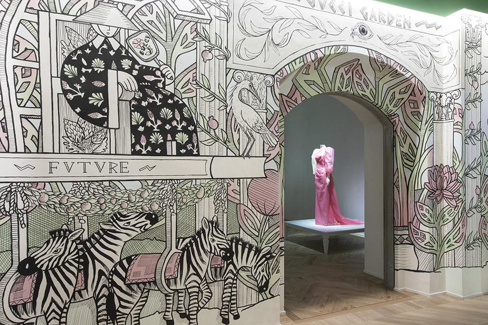 Gucci Garden на первом этаже музея задумывалось как творческое пространство, в котором наследие  модного Дома представало бы под разными точками зрения и выставка образов Бьорк идеально вписывается в эту концепцию