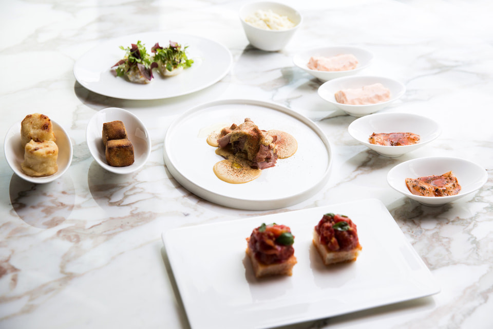 Итальянские закуски (антипасто) в исполнении шеф-повара Нико Ромиро