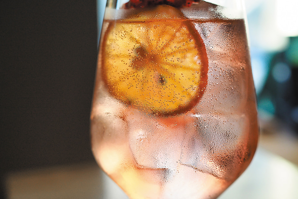 В коктейлях, которые делают в баре  MadBaren всегда выделяется один основной вкус, как правило, травяной или цветочный
