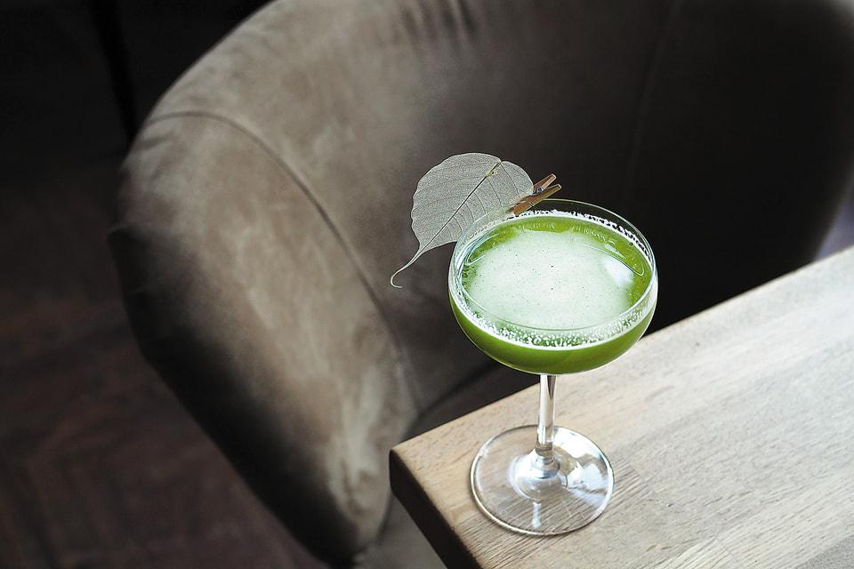 Sorrel Gimlet в баре Social Club  –  это  можжевеловый джин с щавелем и яблоком