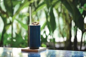 Соломинки из стекла - важный элемент программы переработки отходов, разработанной специально для балийских баров