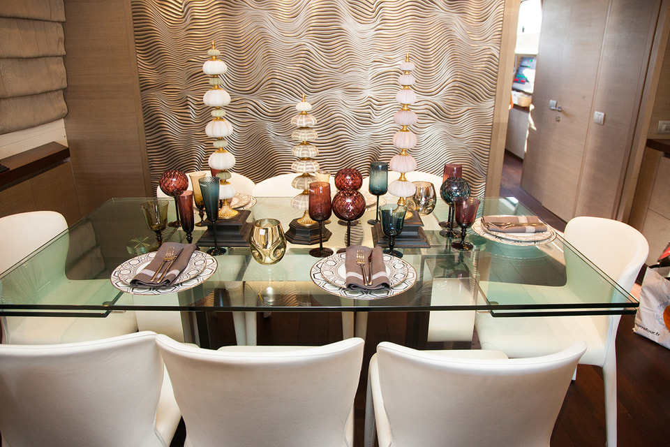 Убранство стола с изделиями прославленных мануфактур из ассортимента Bosco Casa