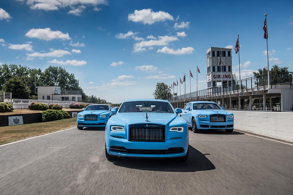 Эти модели автомобилей покрыты эксклюзивно разработанной небесно-голубой краской Quail Blue