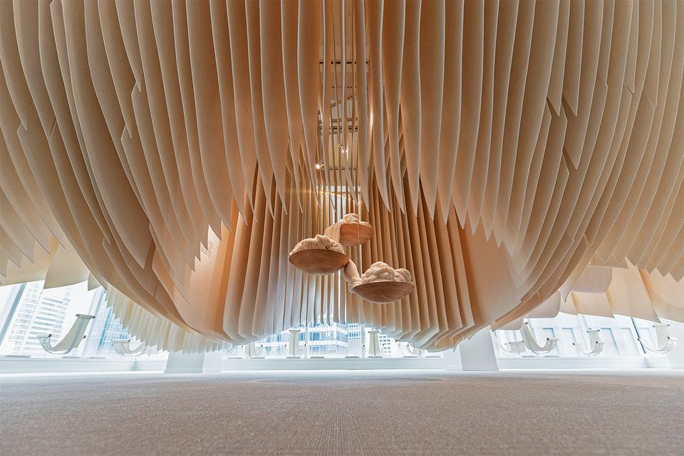 Пряжа «Дар королей» была представлена Loro Piana как часть инсталляции на  Art Basel 2018 в Гонконге