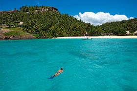 На курорте North Island можно поплавать и с маской, и с аквалангом