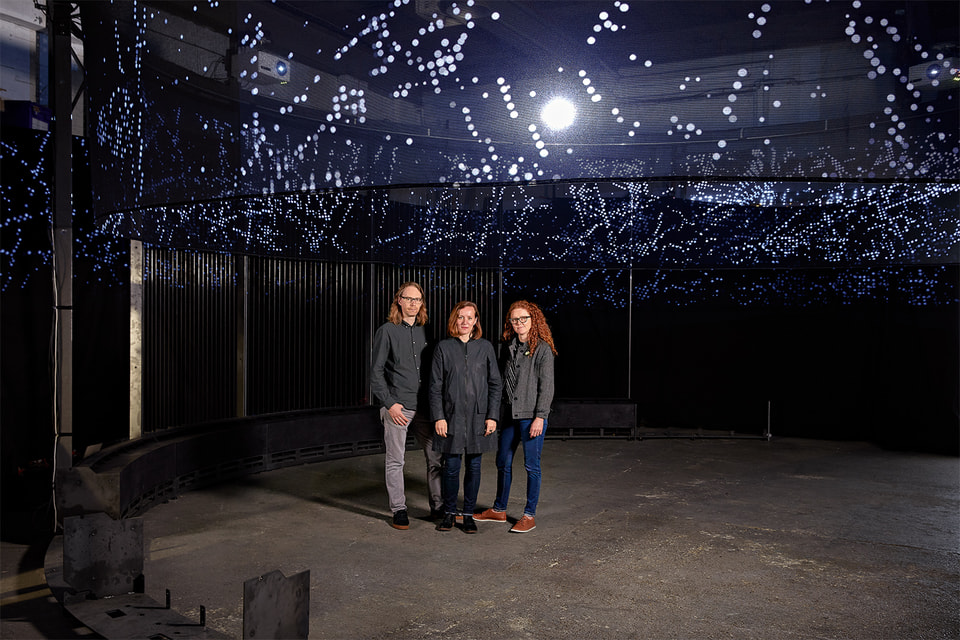 В рамках мировой ярмарки Art Basel 2018 часовой бренд Audemars Piguet в четвертый раз представил проект Art Commission; авторами инсталляции Halo, воспроизводящей движение протонов в адронном коллайдере, стал британский дуэт Semiconductor и куратор Моника Белло из института CERN