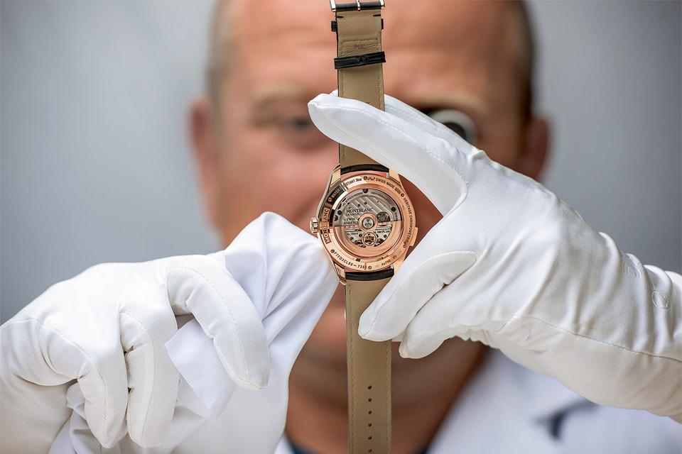 Контроль качества часов Montblanc на этапе их производства случается каждые две недели