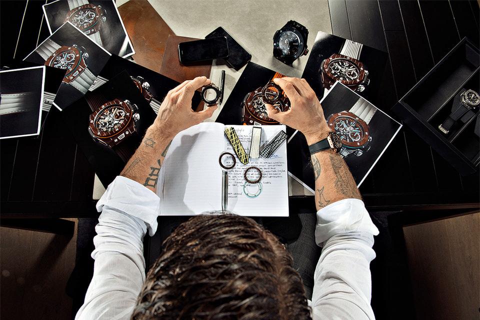 Лапо Элканн за работой над дизайном часов Big Bang Unico Teak Italia Independent