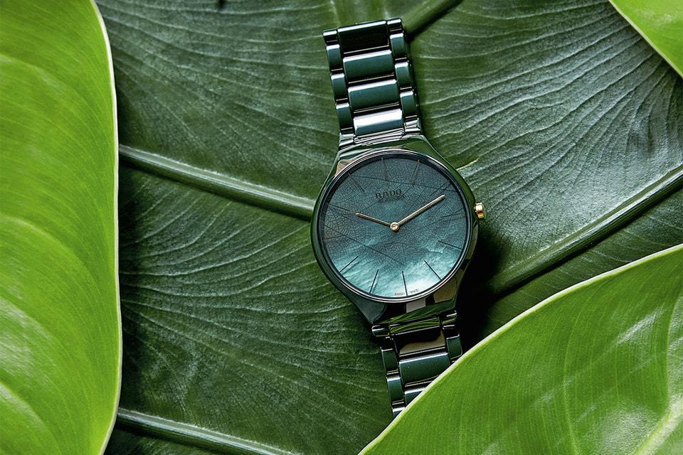 Часы из коллекции Rado True Thinline Nature из керамики изумрудного цвета