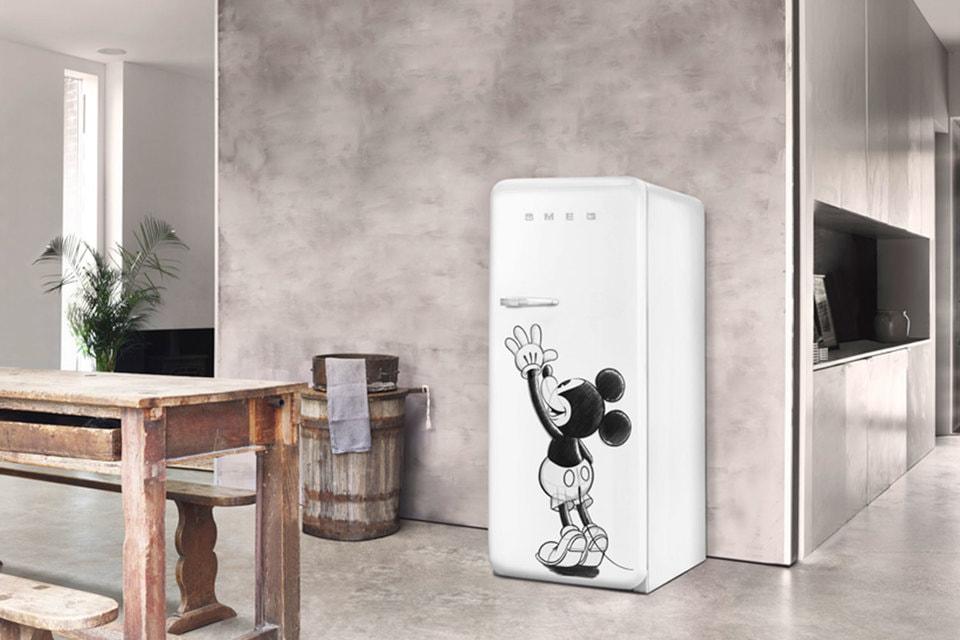 Холодильник FAB с эскизом мышонка Микки Мауса