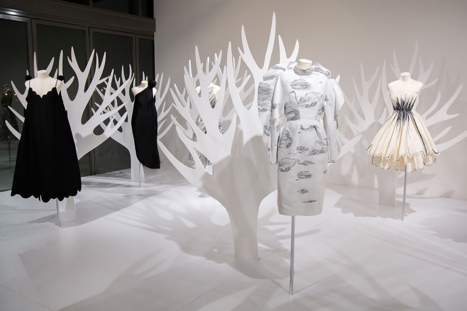 Ретроспективная выставка работ Вики Газинской в Дохе
