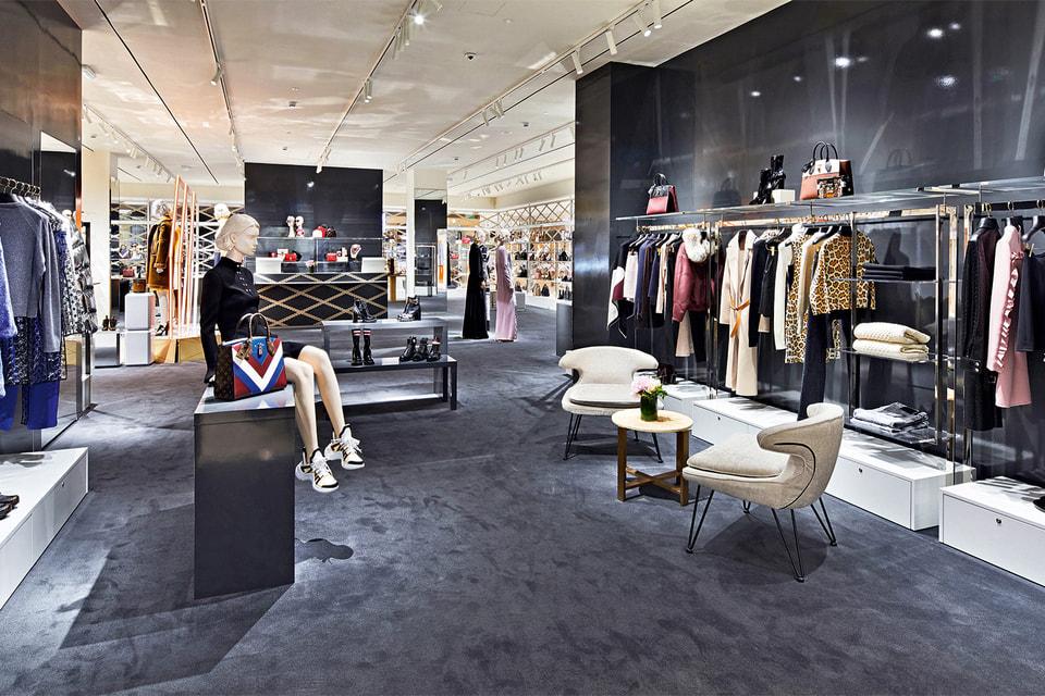 Интерьер pop-up-корнера женской одежды Louis Vuitton