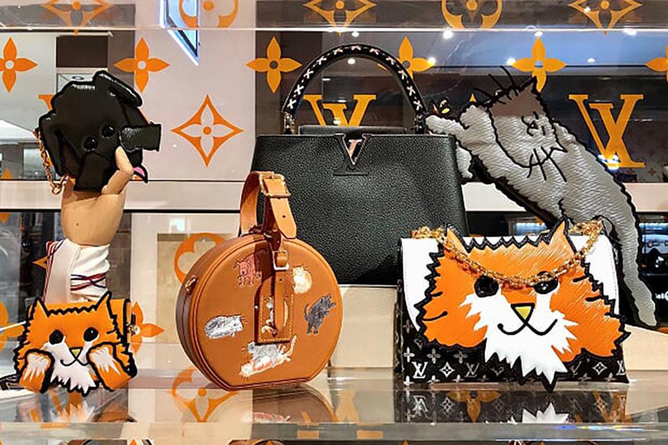Коллаборация представлена в pop-up магазине Louis Vuitton в ЦУМе  с сегодняшнего дня. По такому случаю пространство магазина преобразилось в «кошкин дом» с забавными принтами и анимациями
