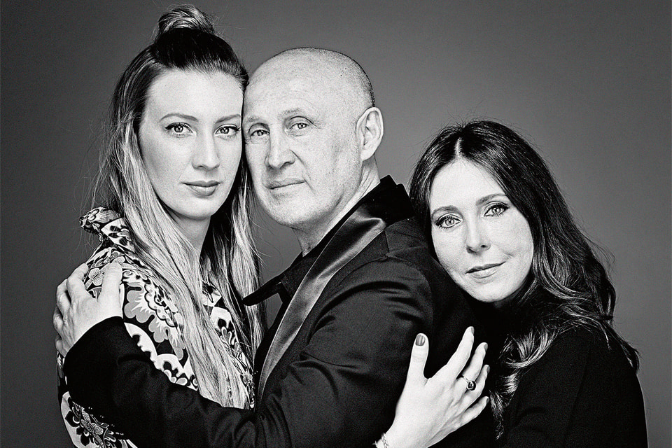 Чезаре Касадеи с дочерью Арианной и женой Алессандрой