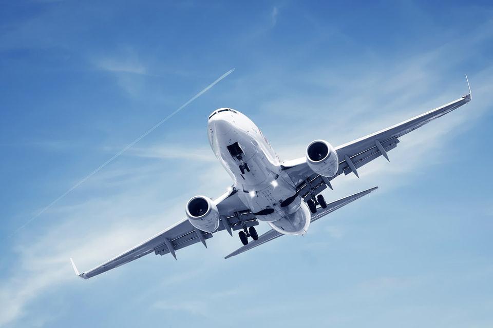 Лучшим днем недели для авиаперелётов в декабре является воскресенье