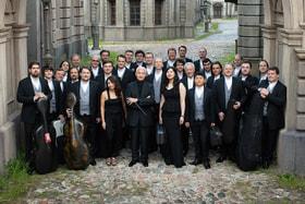 Государственный камерный оркестр «Виртуозы Москвы» под руководством Владимира Спивакова (в костюмах Henderson)