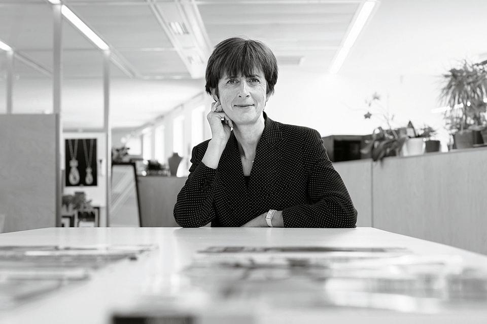 Нынешний директор креативной студии коллекций Cartier Haute Joaillerie Жаклин Карачи работает в Доме 35 лет