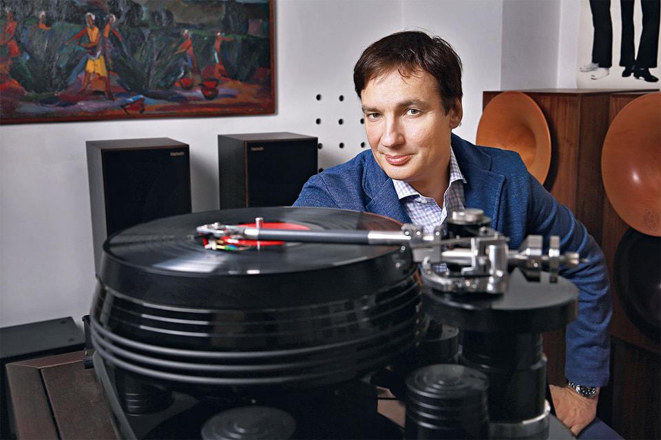 Павел не только собирает музыкальные системы, но и делится опытом на созданном им специально для этого сайте