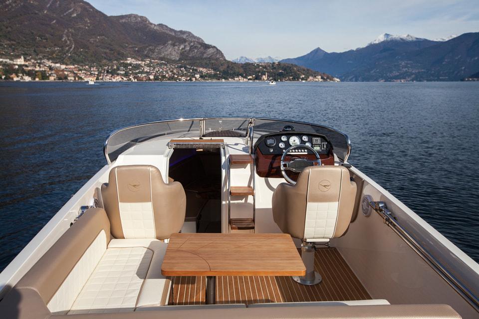 Одна лодка создается совместными усилиями трех компаний