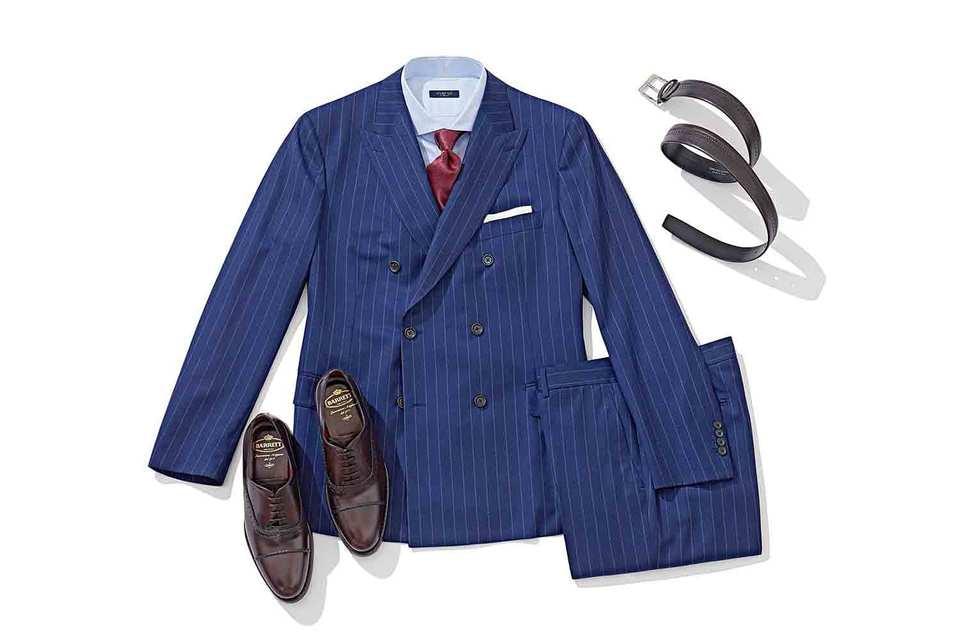 Костюм Atelier Portofino из тонкой шерсти можно дополнить контрастным шелковым галстуком Italo Ferretti, кожаным ремнем и сшитыми вручную оксфордами от Barrett, а также хлопковой сорочкой от Marol