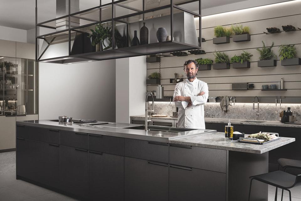 Шеф-повар Карло Кракко вместе со специалистами  Scavolini разработал проект «умной» кухни