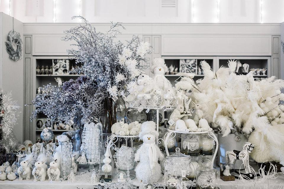 Рядом с катком расположится базар с подарками, сувенирами и сладостями