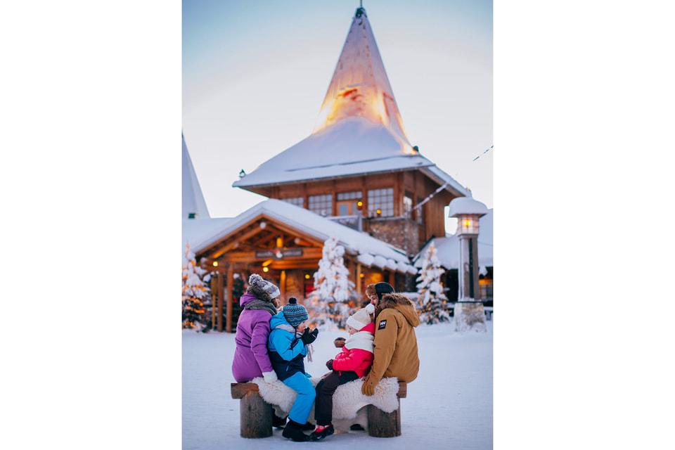 Снежный замок Муми-троллей построен в «Деревне Санта-Клауса»