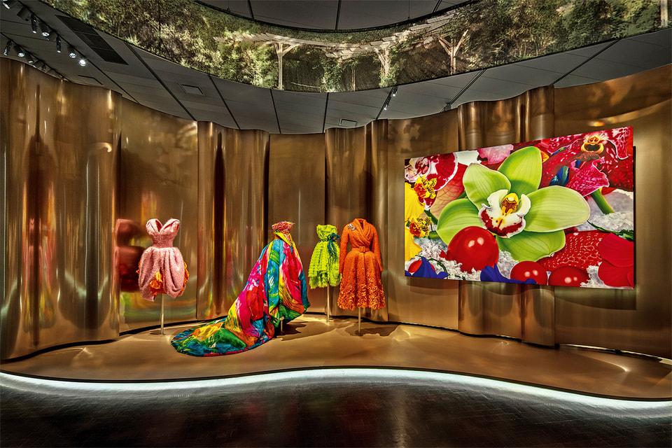 Наряды на выставке Dior в Денвере с аллюзиями к палитре картины Марка Квина