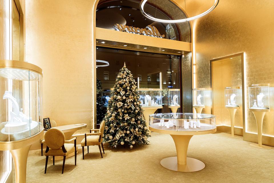 Интерьер первого монобрендового ювелирного бутика Mercury гармонично вписался в архитектуру  отеля «Метрополь»