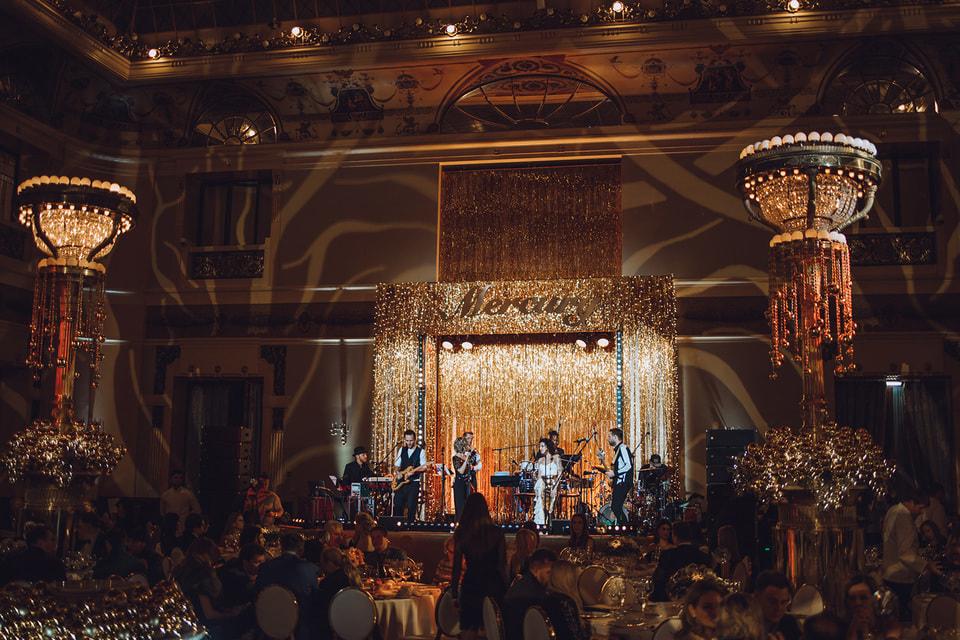 Гала-ужин с концертной программой «Вечерний Ургант» в отеле «Метрополь» в честь открытия бутика Mercury