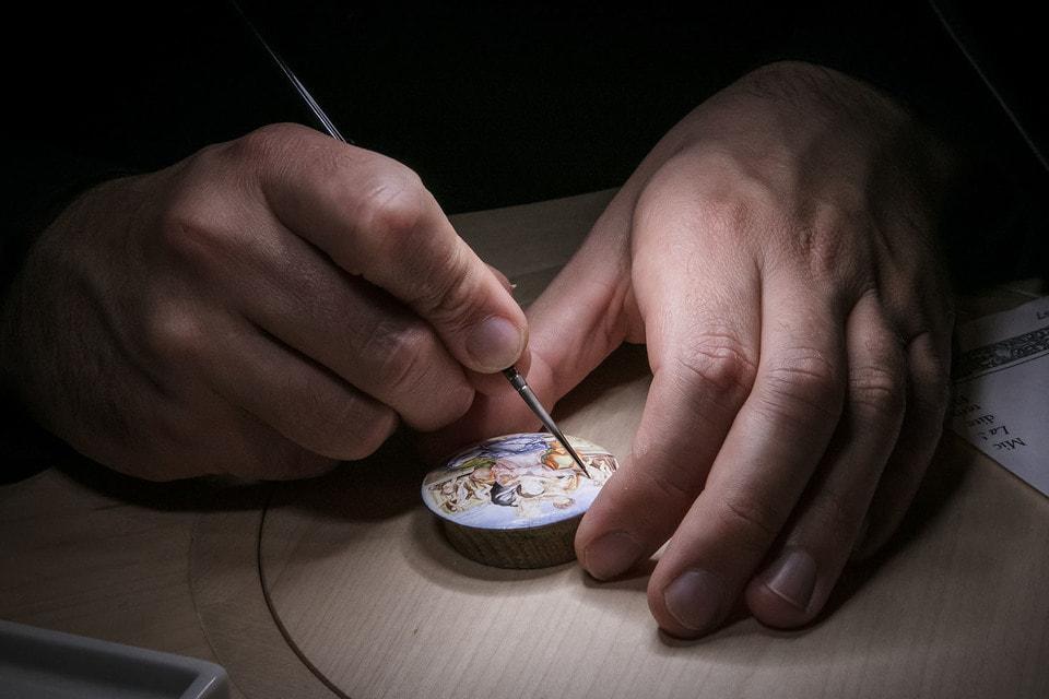 Patek Philippe производит всего 50 декоративных часов в год