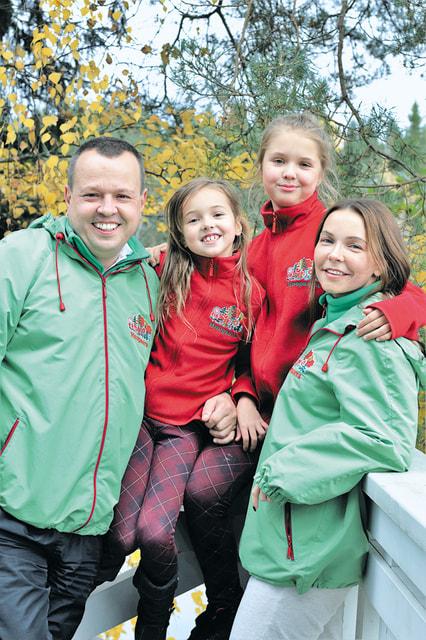 Георгий Богачев с супругой Аллой и дочерьми