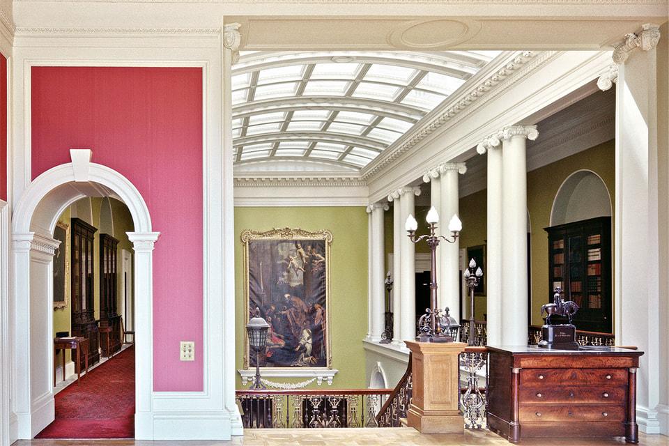 Мебель для дома-музея Ickworth House изготовлена поставщиком французского королевского двора France and Banting