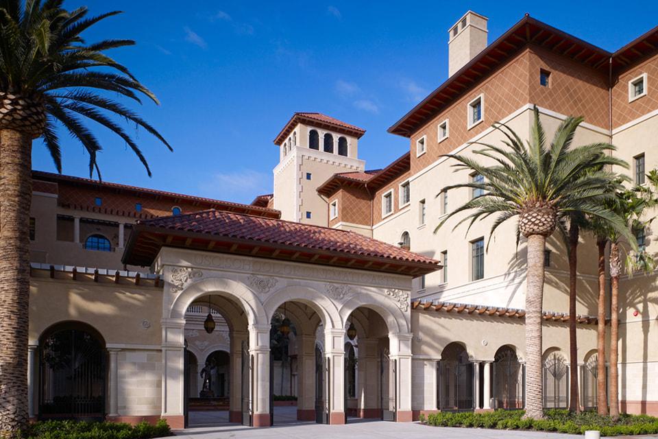 School of Cinematic Arts работает при Университете Южной Калифорнии (США)