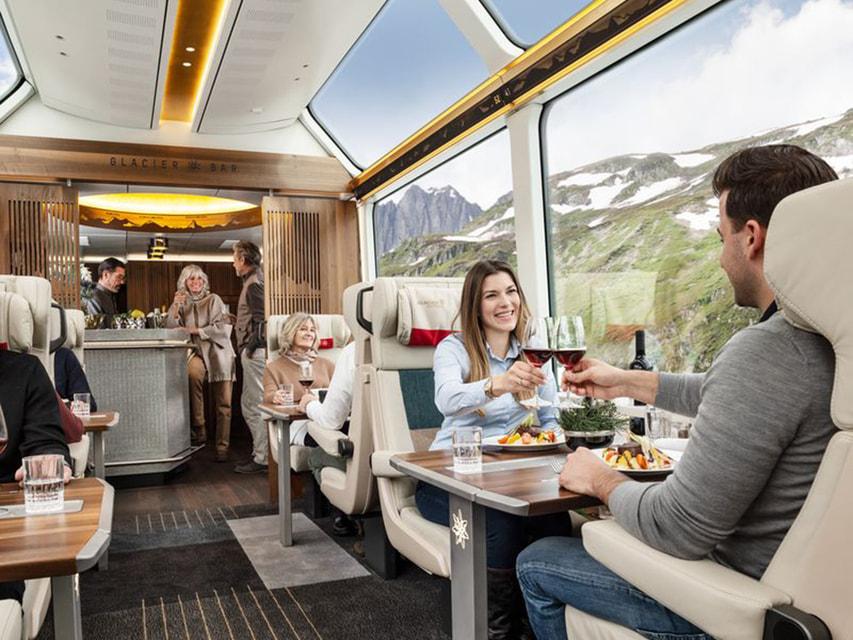 Glacier Bar – к услугам пассажиров на всем протяжении поездки
