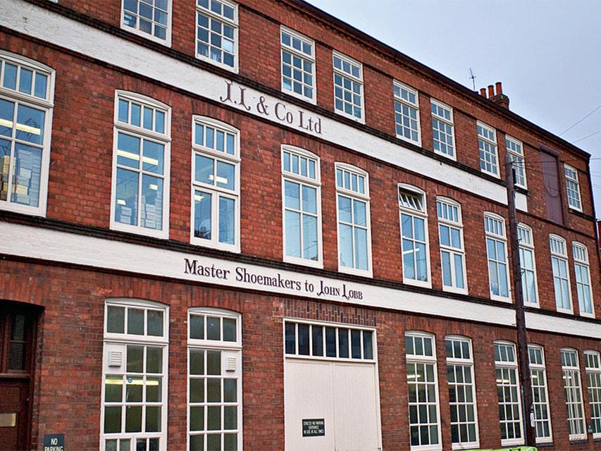 Фабрика John Lobb в Нортхемптоне (Великобритания) внешне не изменилась с момента основания марки