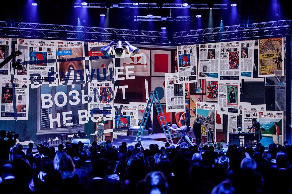 «Выставкой года» стал масштабный проект «Илья и Эмилия Кабаковы. «В будущее возьмут не всех»