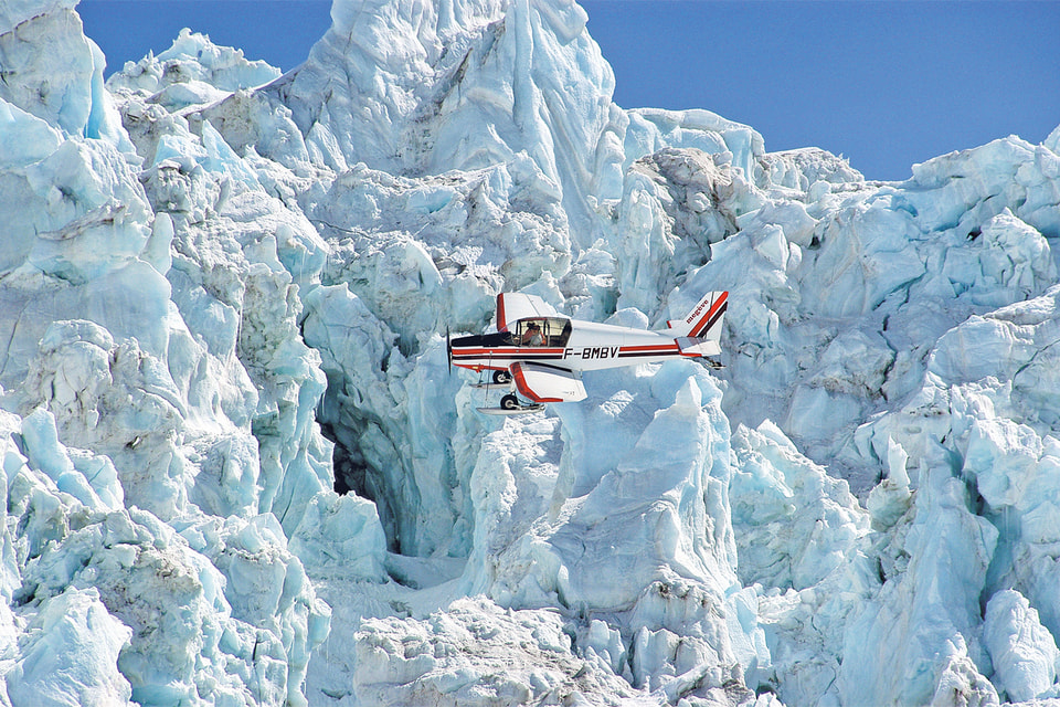 Туристические авиамаршруты среди хребтов Монблана проходят на высоте всего 3000 м
