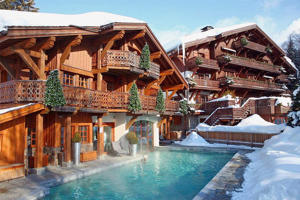 Открытый бассейн в отеле Le Chalet du Mont d'Arbois