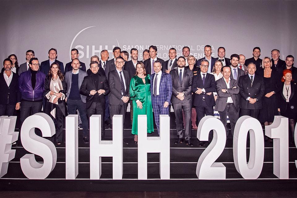 Первые лица часовых компаний – участников SIHH 2019 года – на коллективном фото, сделанном перед открытием Салона